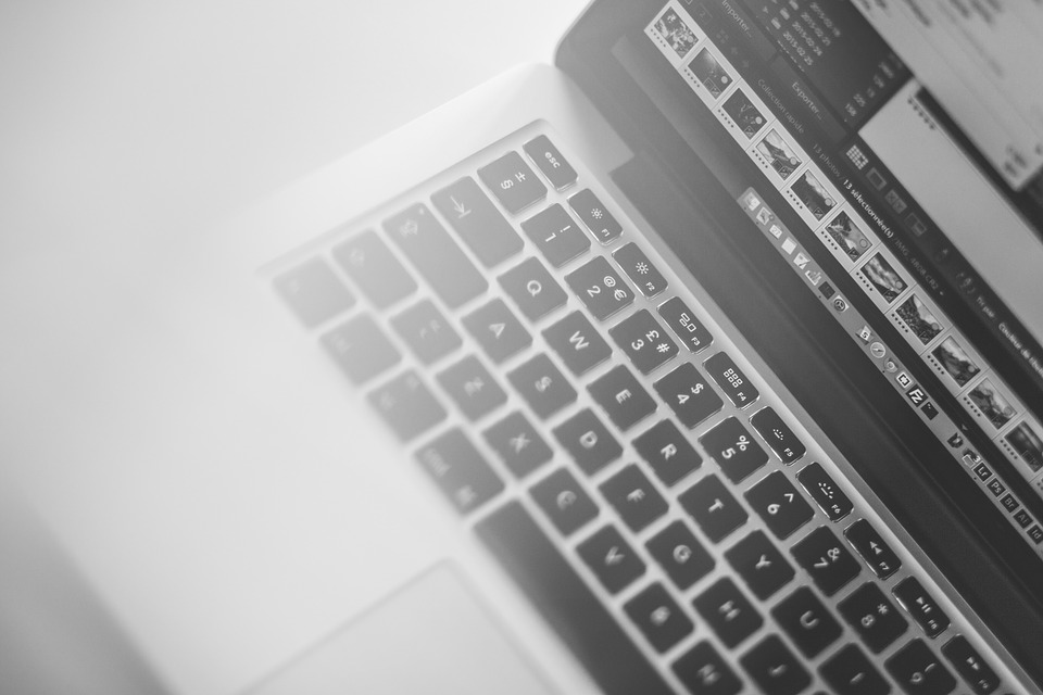 Robisz zakupy w sieci? Uważaj na internetowych oszustów!