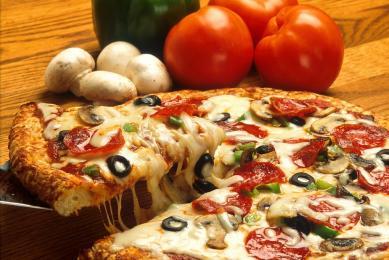 9 lutego Dzień Pizzy! Zobaczcie ciekawostki i memy o najsłynniejszym placku świata!