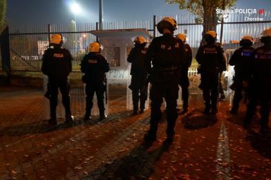 Policjanci z Chorzowa dbali o bezpieczeństwo podczas sobotnich zmagań piłkarskich