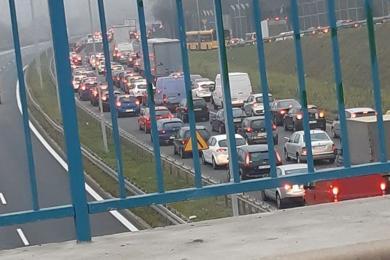 Śmiertelny wypadek w Chorzowie: pieszy chciał przebiec przez DTŚ. Droga jest zakorkowana!