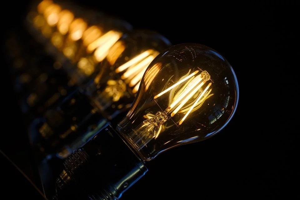 Nadchodzą podwyżki cen prądu? Cztery grupy energetyczne poinformowały o takim zamiarze URE