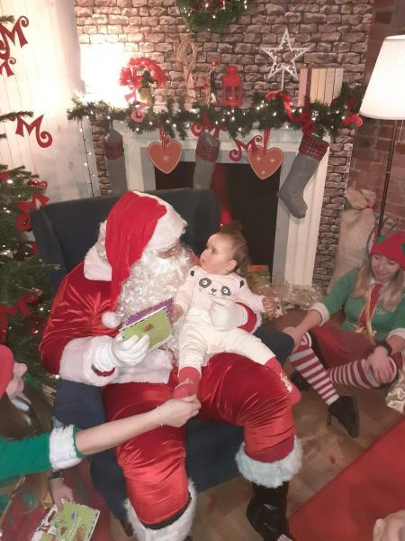 Agatka - Pierwsze spotkanie z Mikołajem i jego pomocnikami