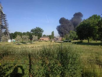 [AKTUALIZACJA] Potężny pożar w Chorzowie. Słup dymu jest widoczny z kilku kilometrów