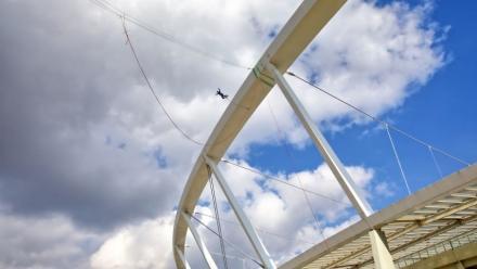 Nowy punkt do skoków na bungee w Chorzowie – korona Stadionu Śląskiego!