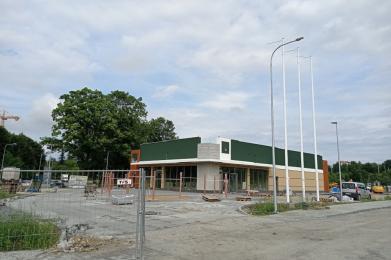 Budowa kolejnej restauracji McDonald's dobiega końca. Lokal mieści się obok MAX Burgers